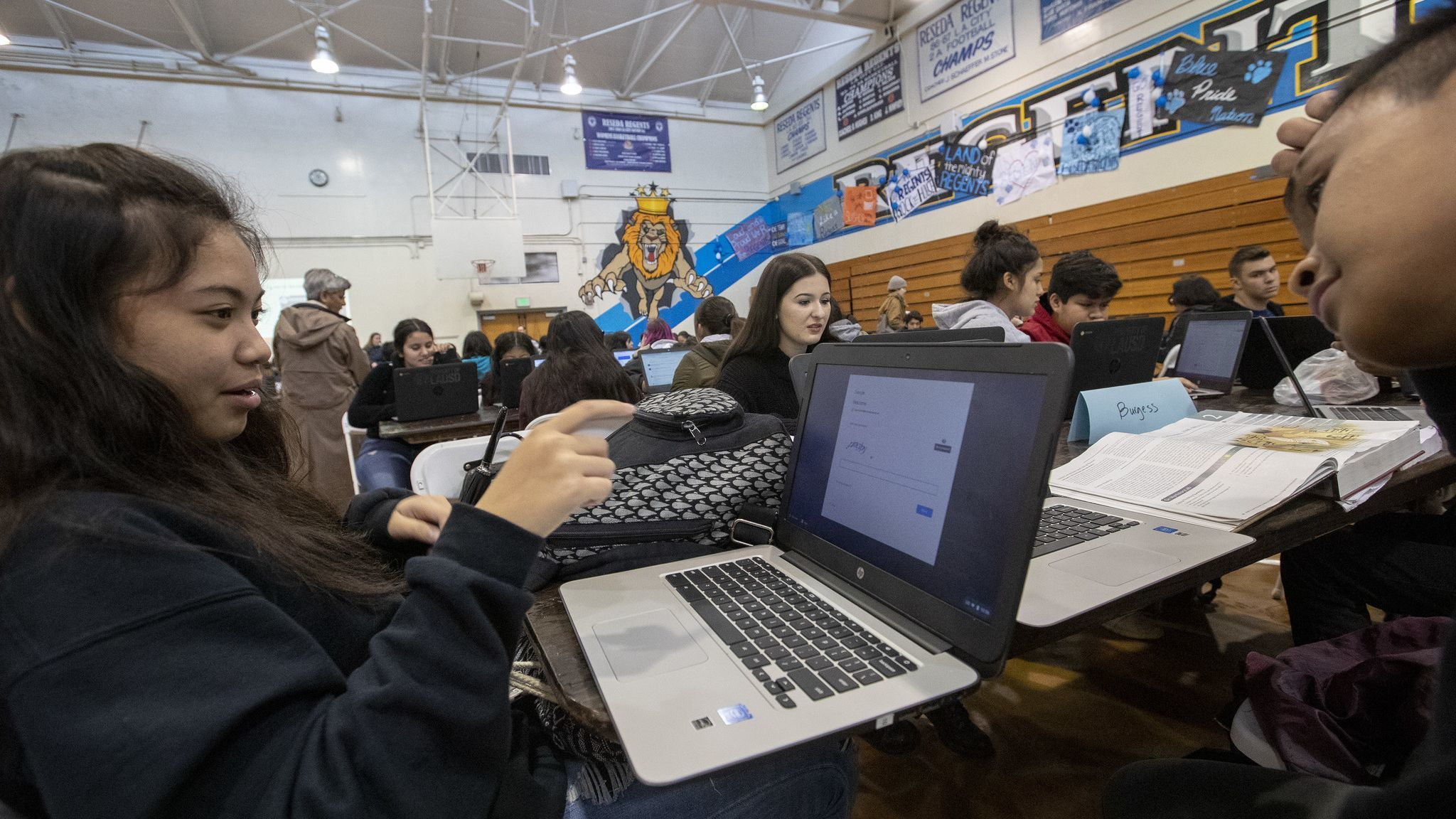 RESEDA, CALIF. — MONDAY, JANUARY 14, 2019: Reseda High School students Jania Garcia, 16, left, and