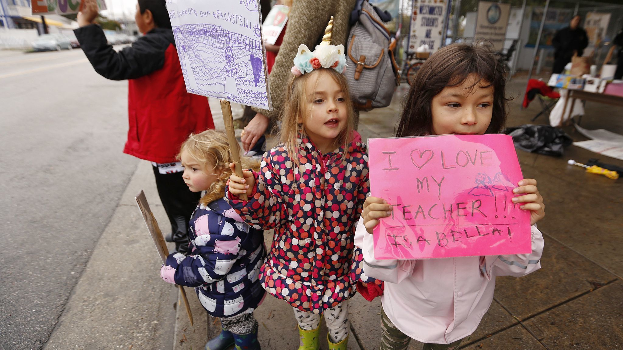 LOS ANGELES, CA - JANUARY 16, 2019 Kindergarten students Isabella Dam, right, and Ava Berg, middle,