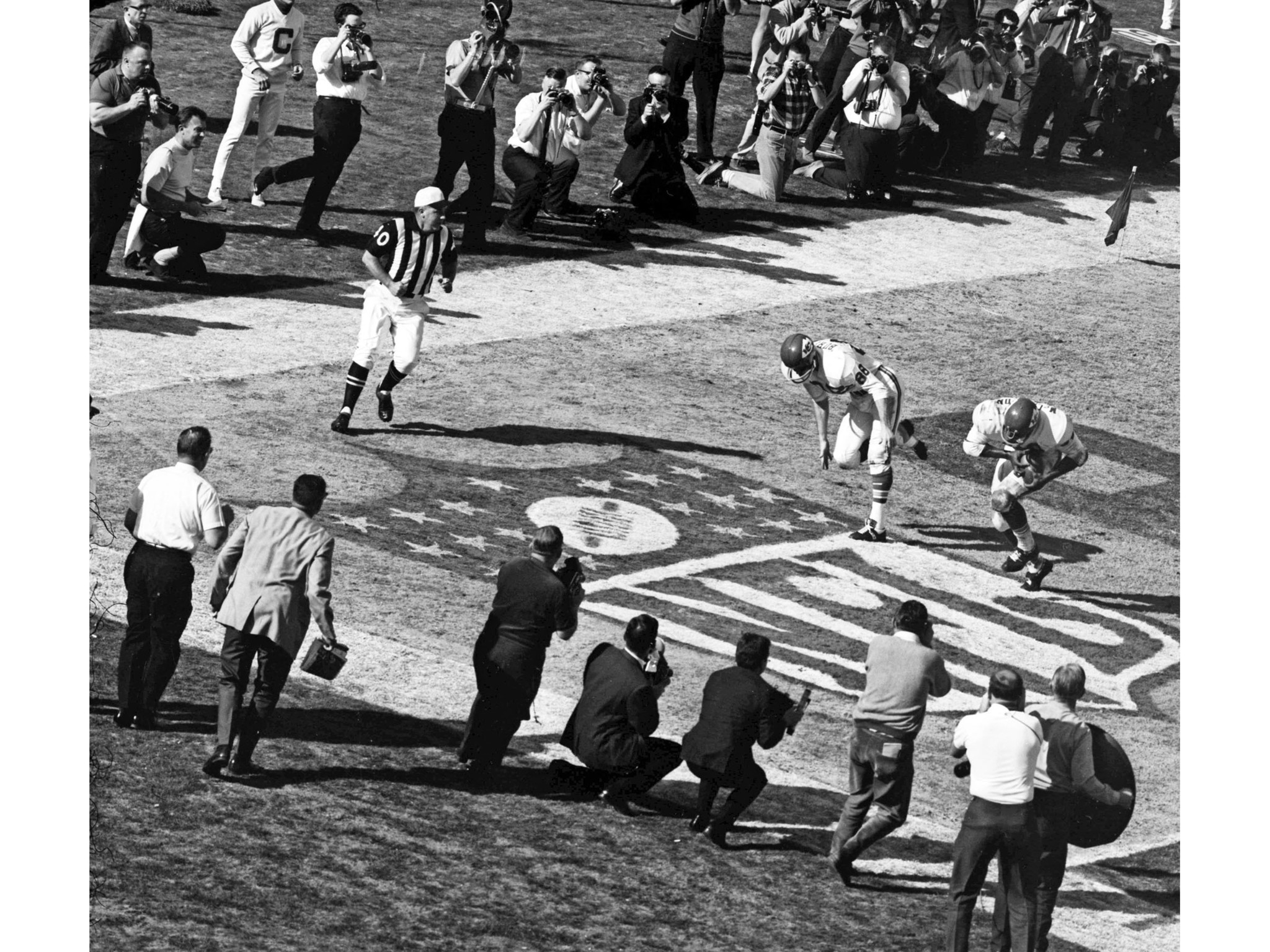 Jan. 15, 1967: Photographers take photos of Kansas City Chiefs' Curtis McClinton, player on right, a