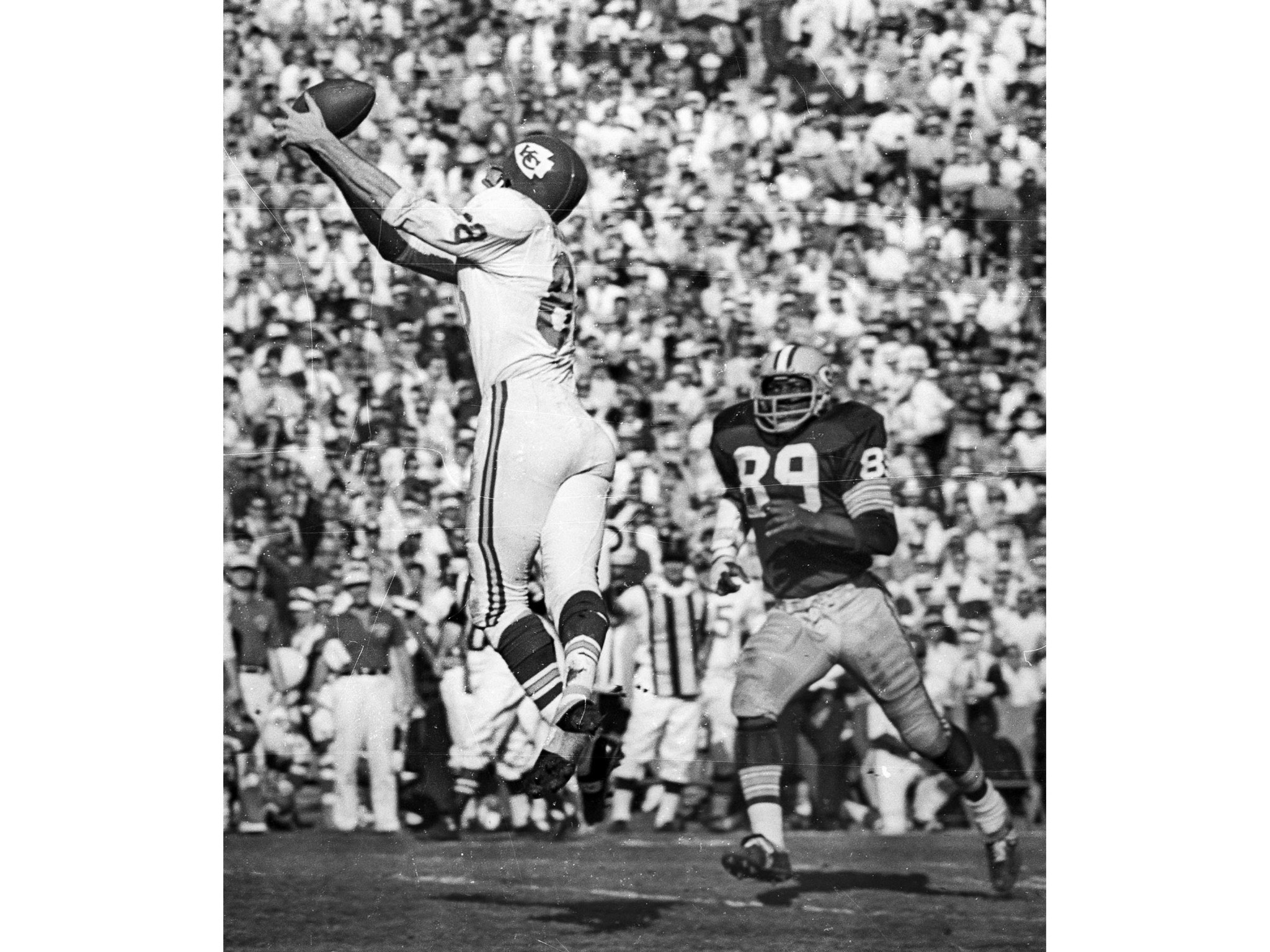 Jan. 15, 1967: Chiefs' wide receiver Chris Burford goes for ball during first Super Bowl game at Lo