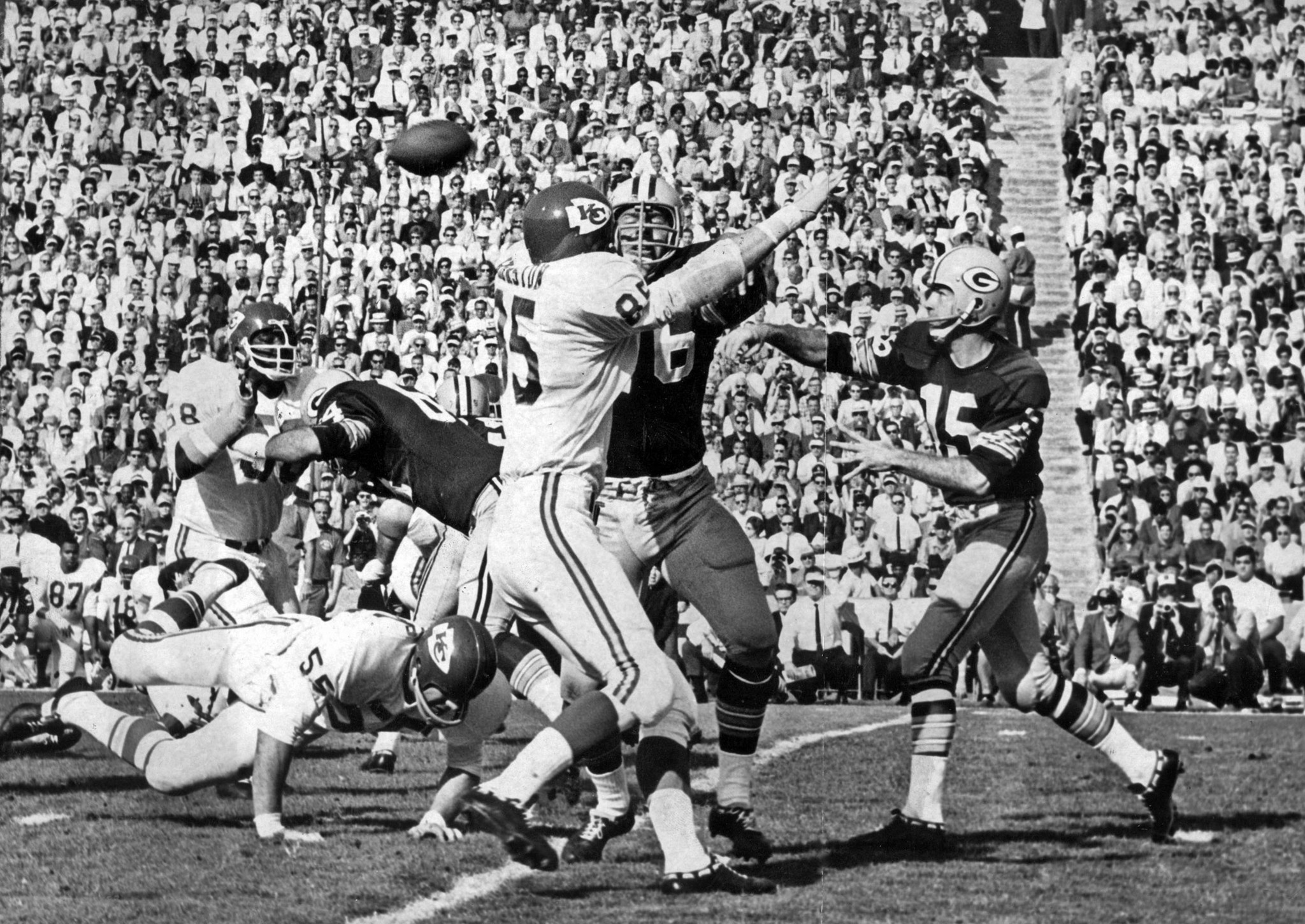 Jan. 15, 1967: Packers' Bart Starr throws a first quater pass complete to Elijah Pitts during Super