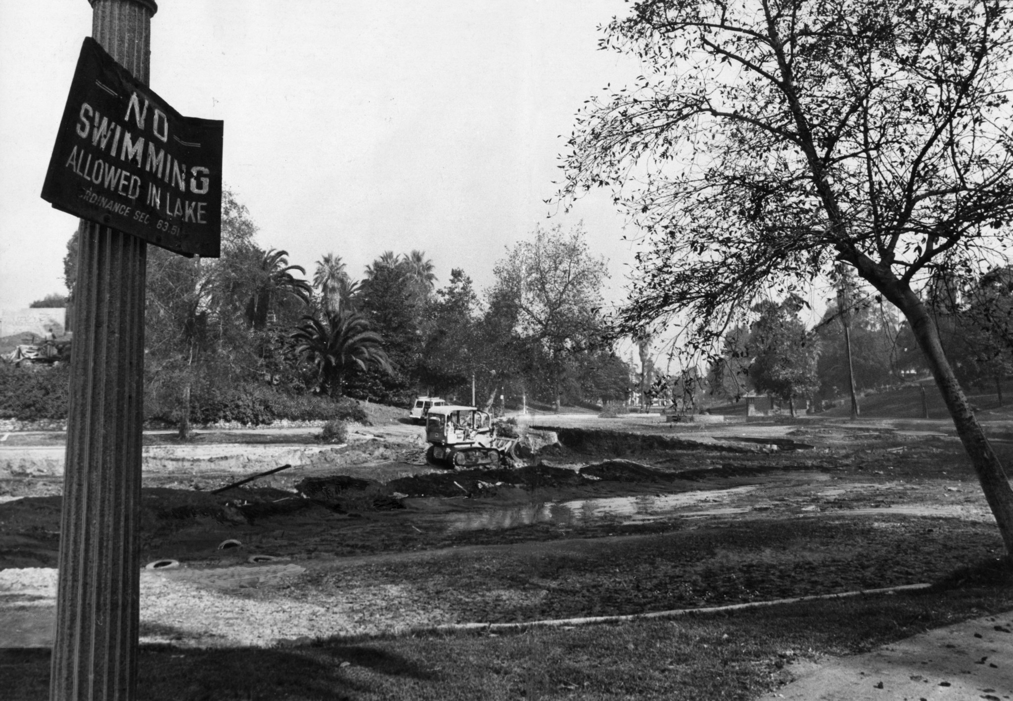 Nov. 18, 1970: Bulldozer removes dirt from Hollenbeck Lake bottom to make room for new pontoon bridg