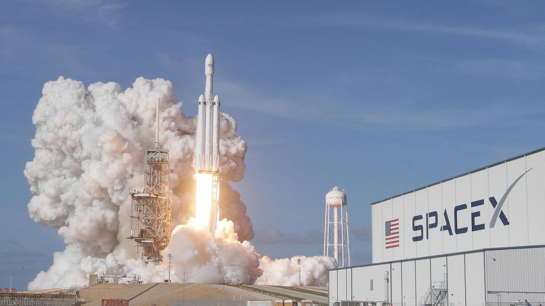 spacex 39 s next falcon heavy launch from kennedy space center could be as soon as march. Black Bedroom Furniture Sets. Home Design Ideas