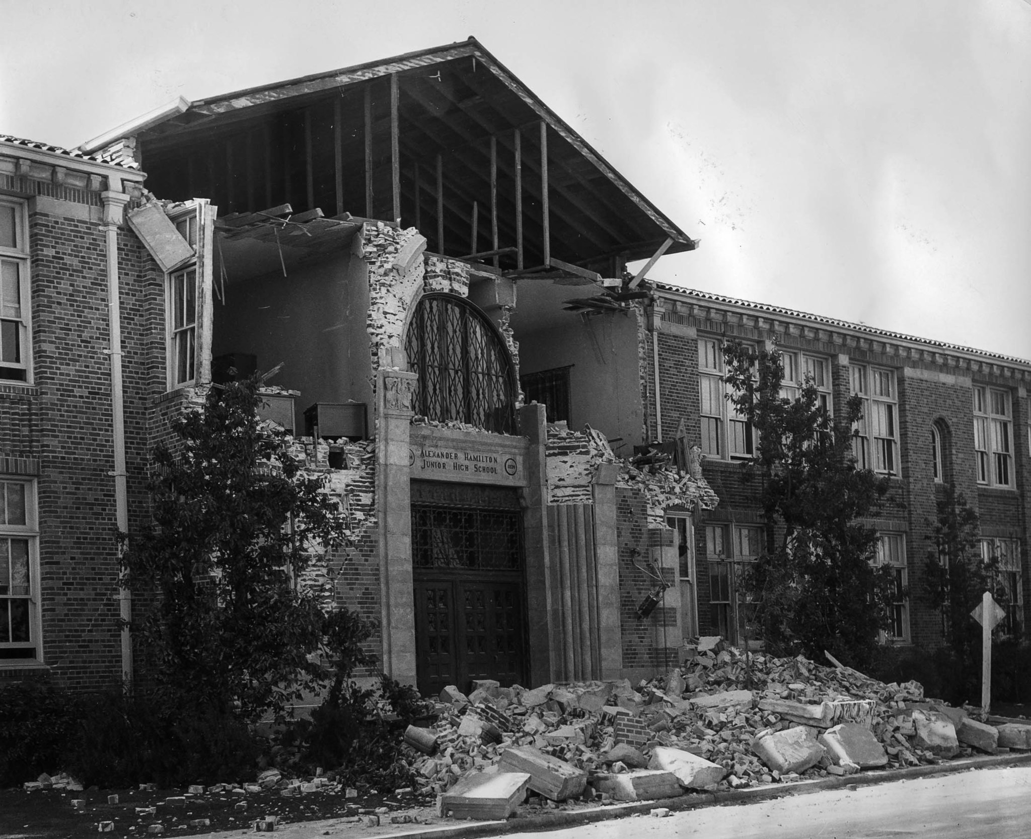 Damage to Alexander Hamilton Junior High School in Long Beach following the March 10, 1933, Long Bea