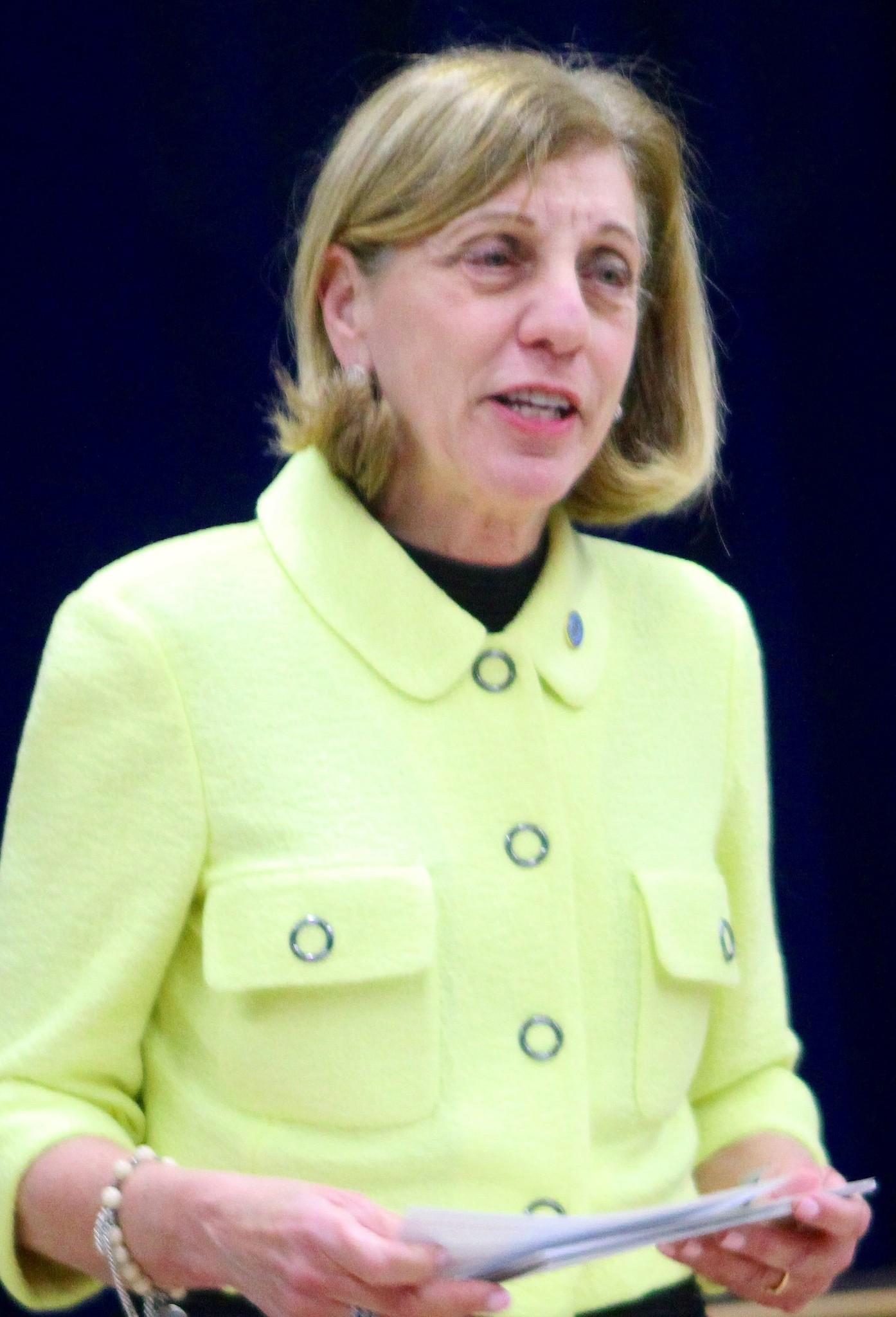 Barbara Bry addresses the Feb. 5 Bird Rock Community Council meeting at Bird Rock Elementary School.