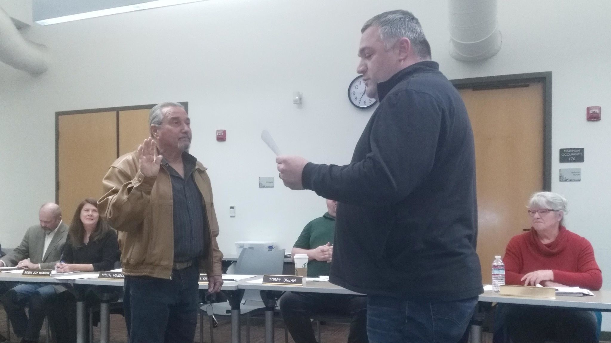Ramona Community Planning Group Chairman Casey Lynch administers the oath of office to returning RCPG member Scotty Ensign.
