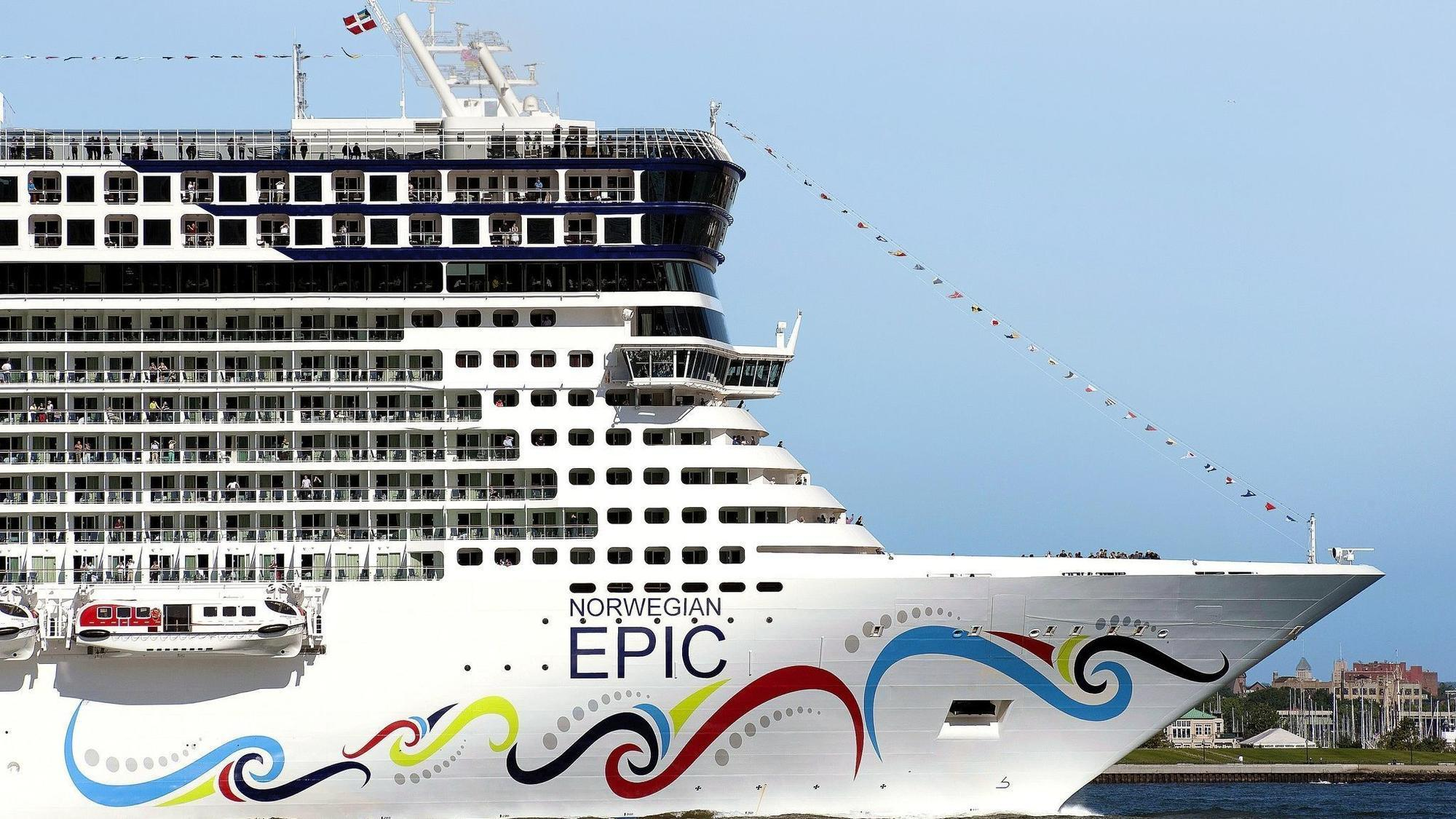'It's Gonna Hit!' Video Shows Norwegian Epic Cruise Ship