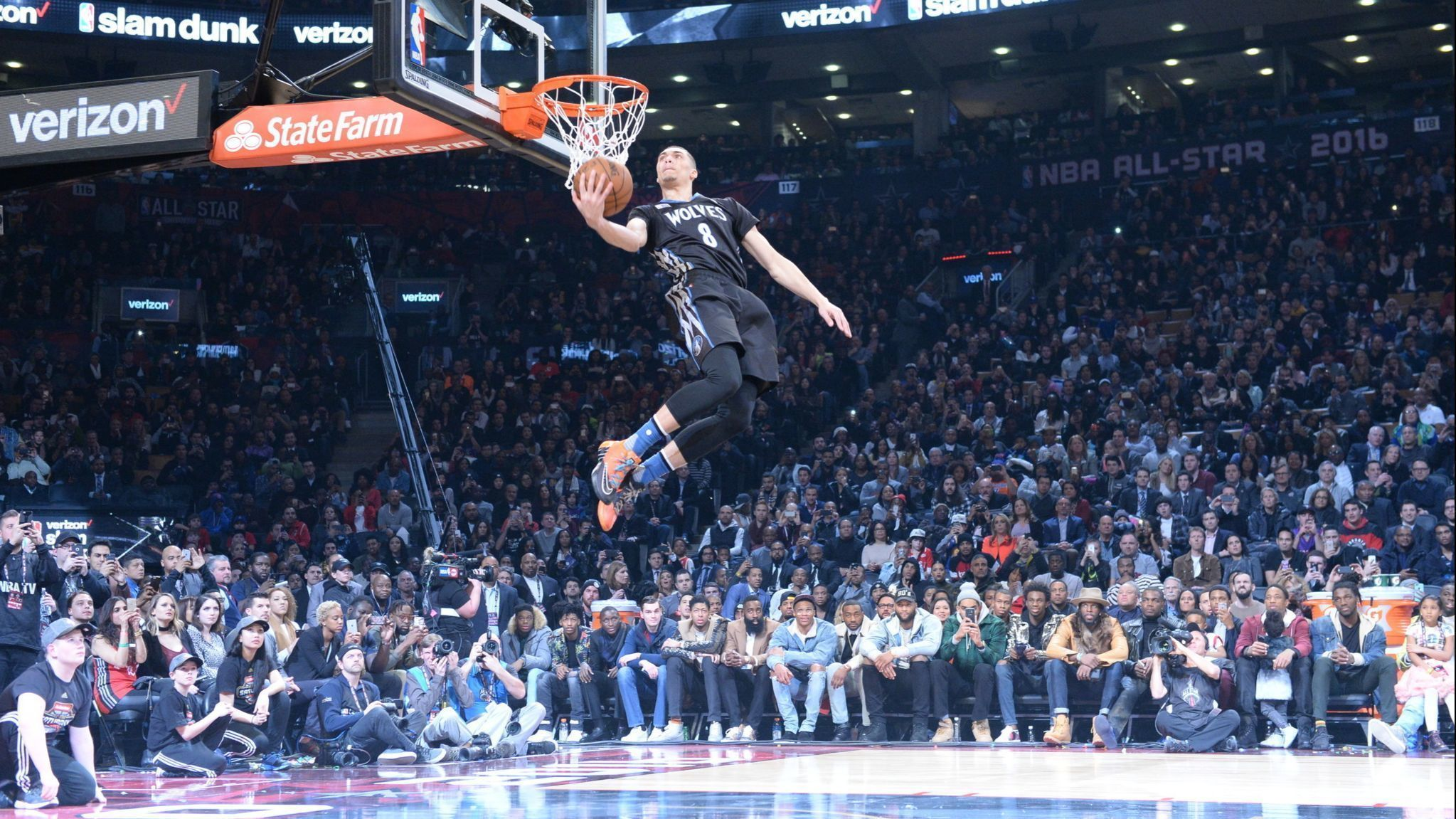 I m a showman   The 2020 NBA All-Star weekend in Chicago gives Zach LaVine  a chance to Be Like Mike. Verizon Slam Dunk Contest 2016 b324ea43d20b