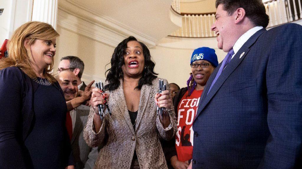 Gov. J.B. Pritzker signs law raising Illinois' minimum wage to $15 an hour by 2025