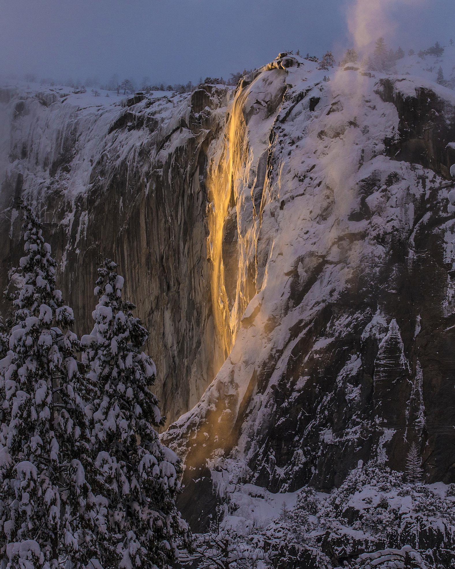 'Firefall' lights up Yosemite National Park