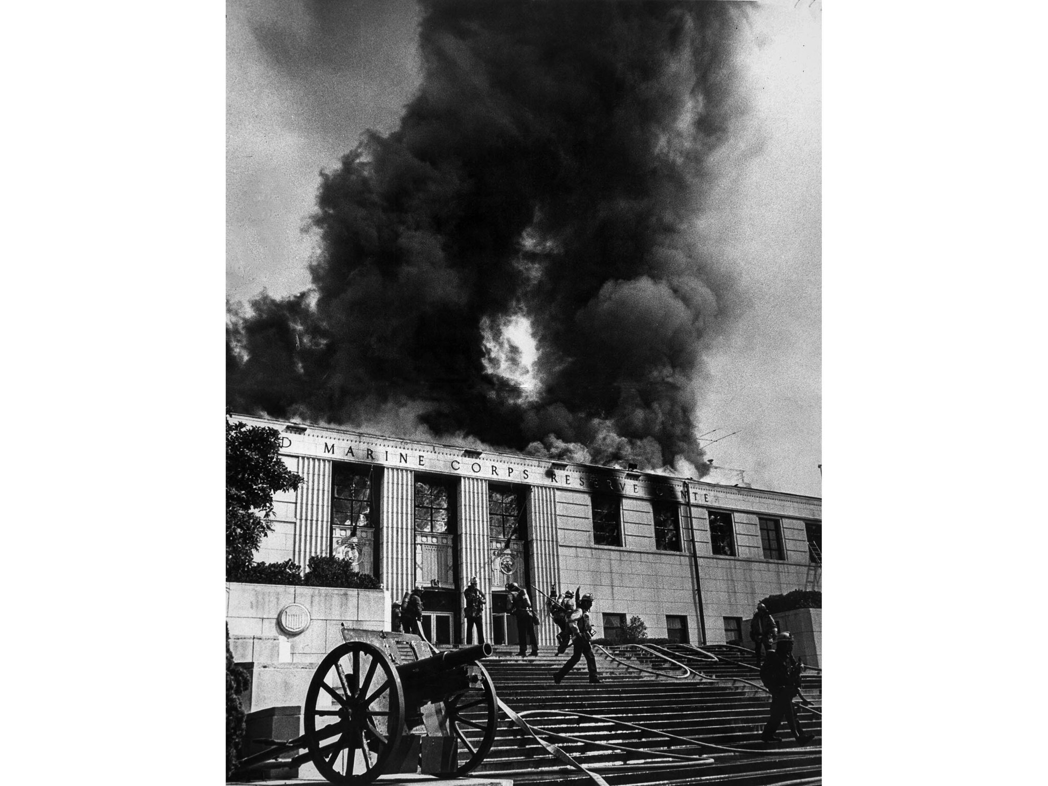 Sep. 27, 1980: A $500,000 fire damages the Naval and Marine Reserve Armory near Dodger Stadium. This