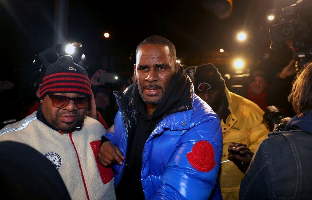 R. Kelly turns himself in to cops on charges of 10 counts of aggravated sex abuse in Chicago; three of four victims were underage, authorities say