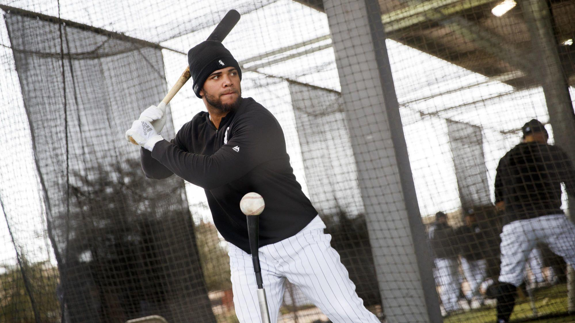 Yoan Moncada begins transition to third base in White Sox's Cactus League opener vs. A's