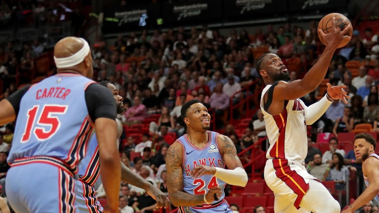 Dwyane Wade outduels Vince Carter as Heat escape 114-113 against Hawks 1acefa9e9
