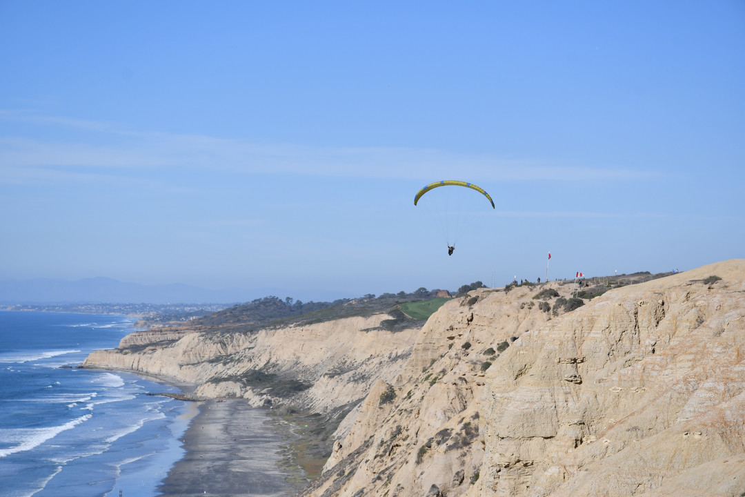 Torrey Pines Gliderport sits on a cliff top in La Jolla next to the UC San Diego campus.
