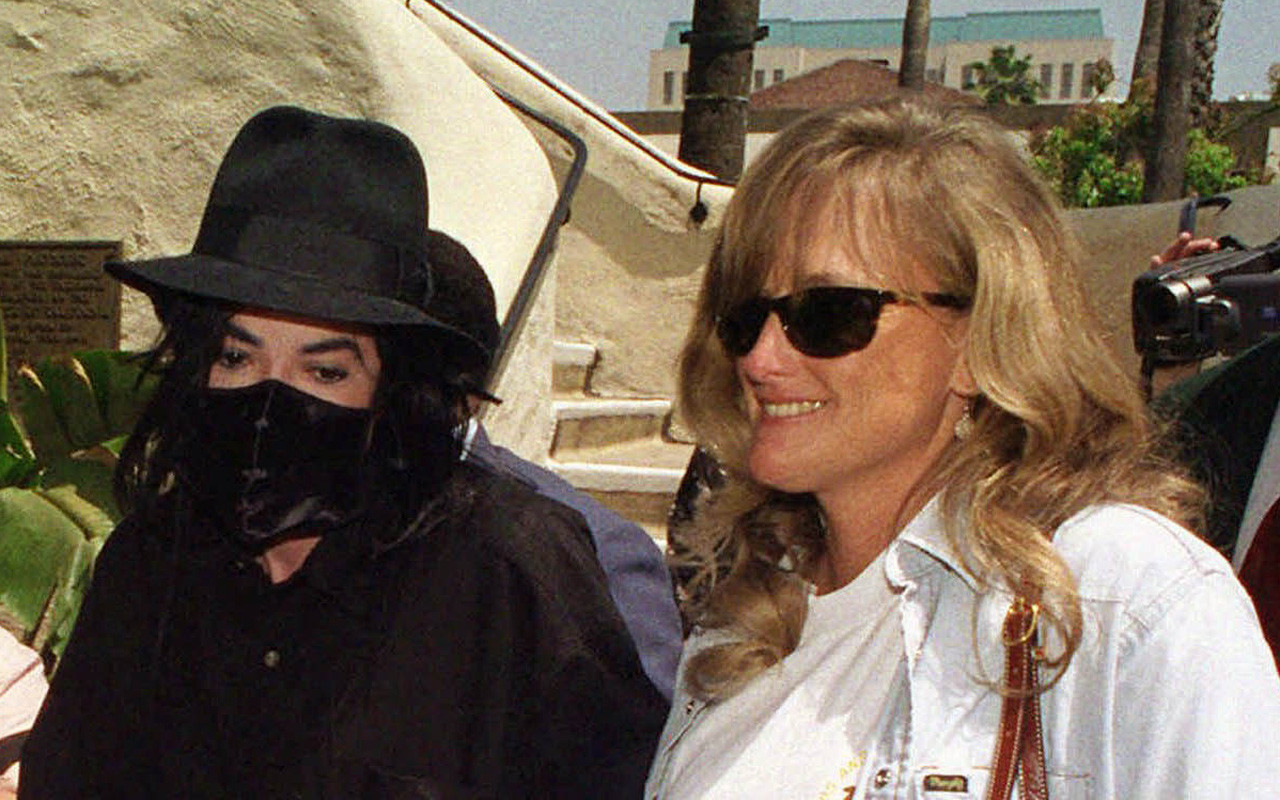 2c5127489f1 Debbie Rowe engaged  is a fight for Michael Jackson s kids next  - LA Times