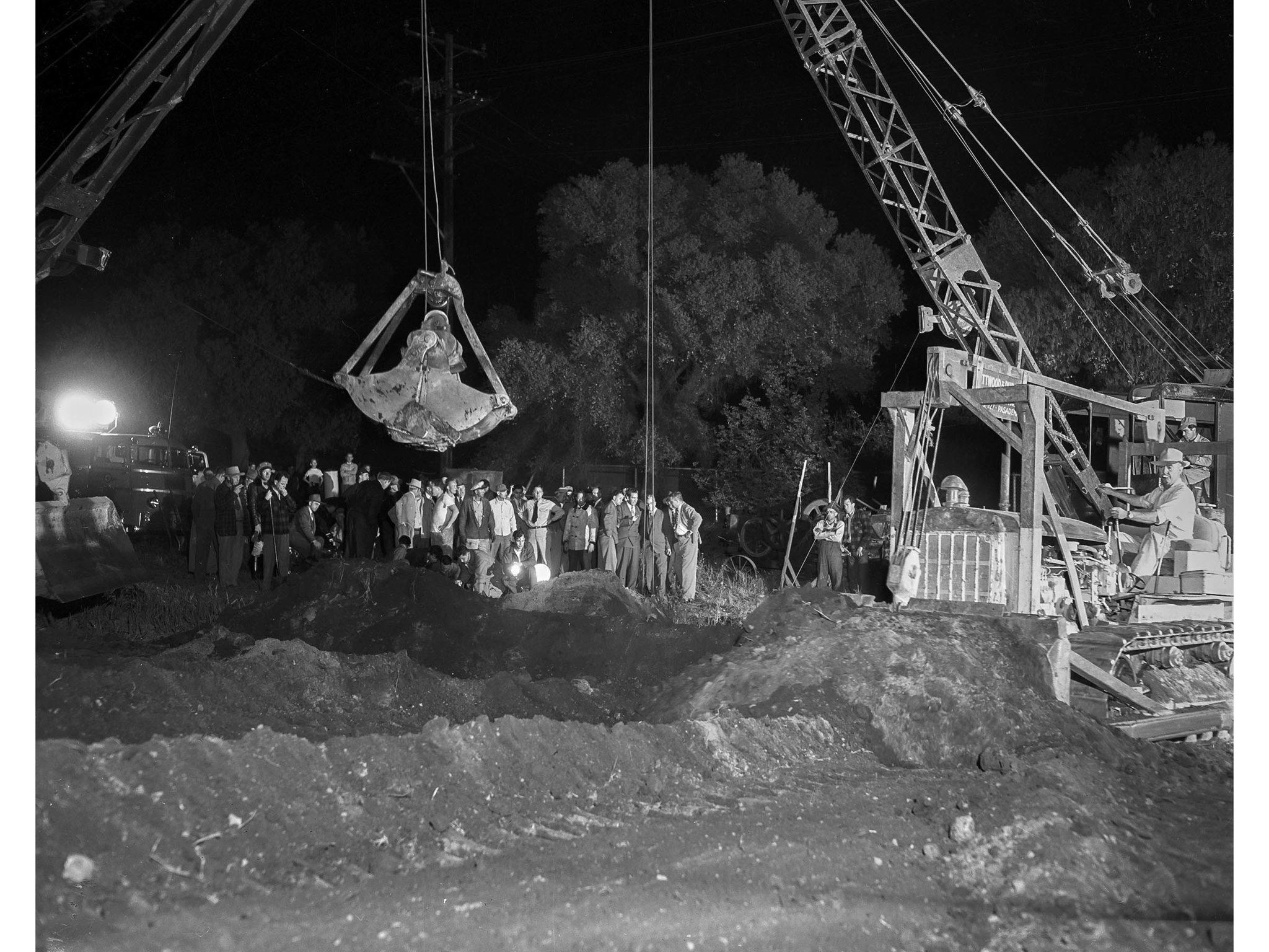 April 8, 1949: Rescue effort scene for Kathy Fiscus. Clamshell cranes and bulldozers in action durin
