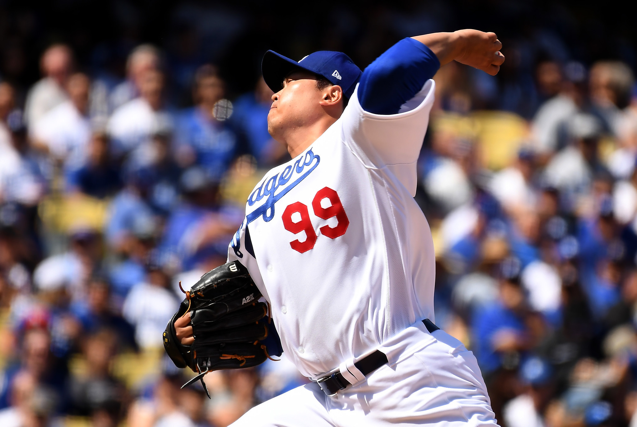 LOS ANGELES, CALIFORNIA MARCH 25, 2019-Dodgers pitcher Hyun -Jin Ryu throws a 1st inning pitch again