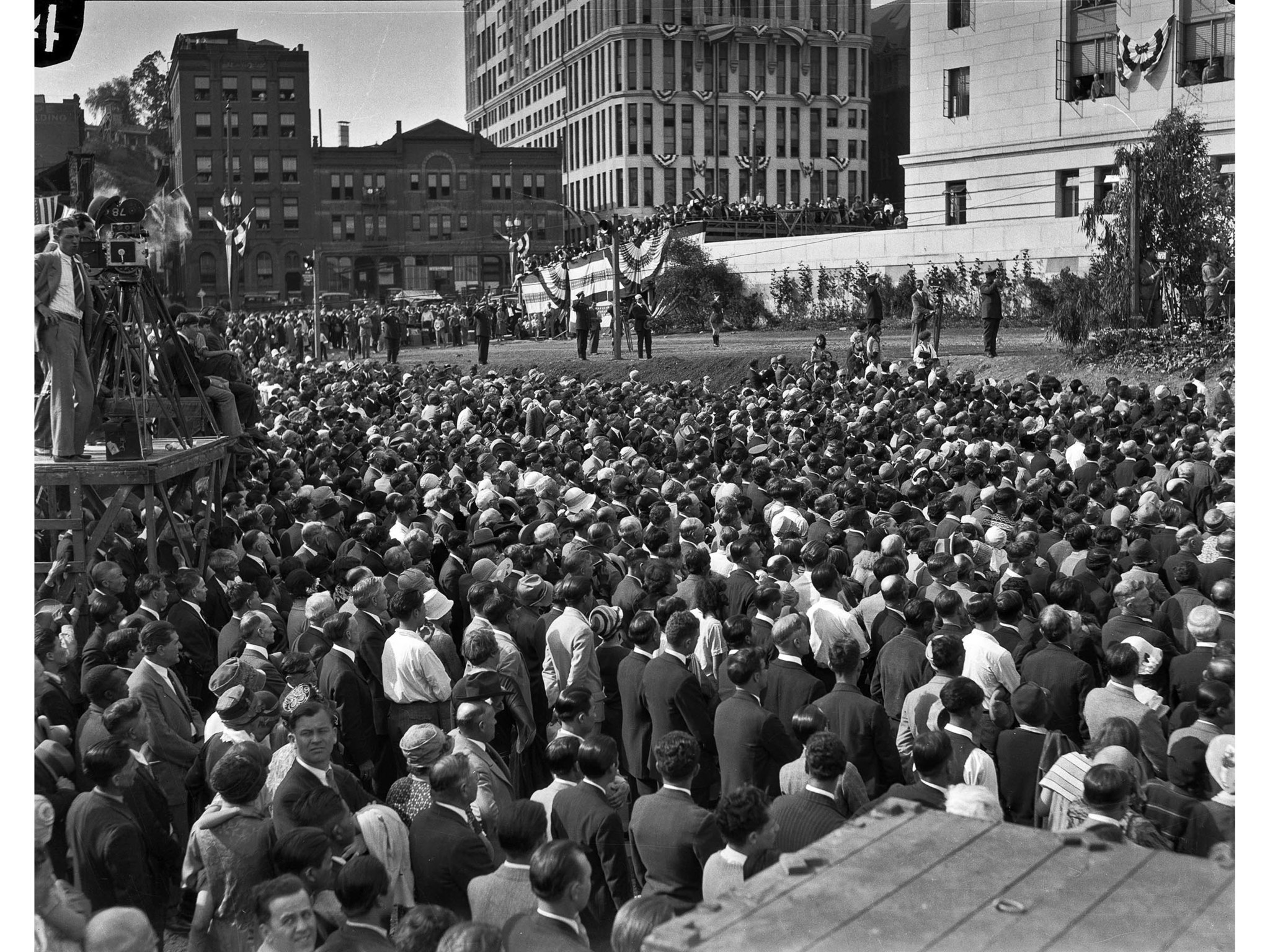 April 26, 1928: Crowd at Los Angeles City Hall dedication ceremonies. The program was on the South T