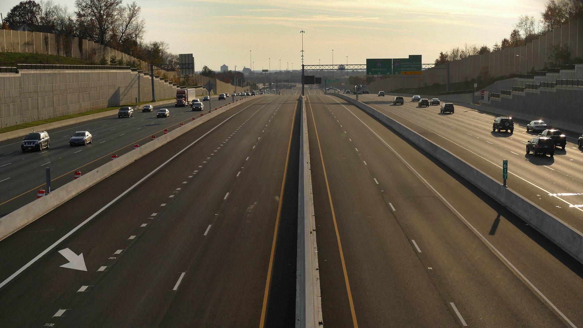 Rosedale, MD -- 11/15/2014 -- Toll, express lanes remain empty, sandwiched between northbound (left)