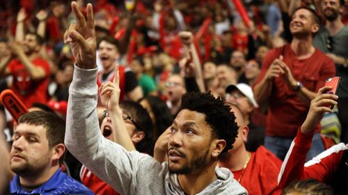 47d26418fc015 See Derrick Rose s raw emotion upon learning of 2016 Bulls-Knicks trade in  clip from