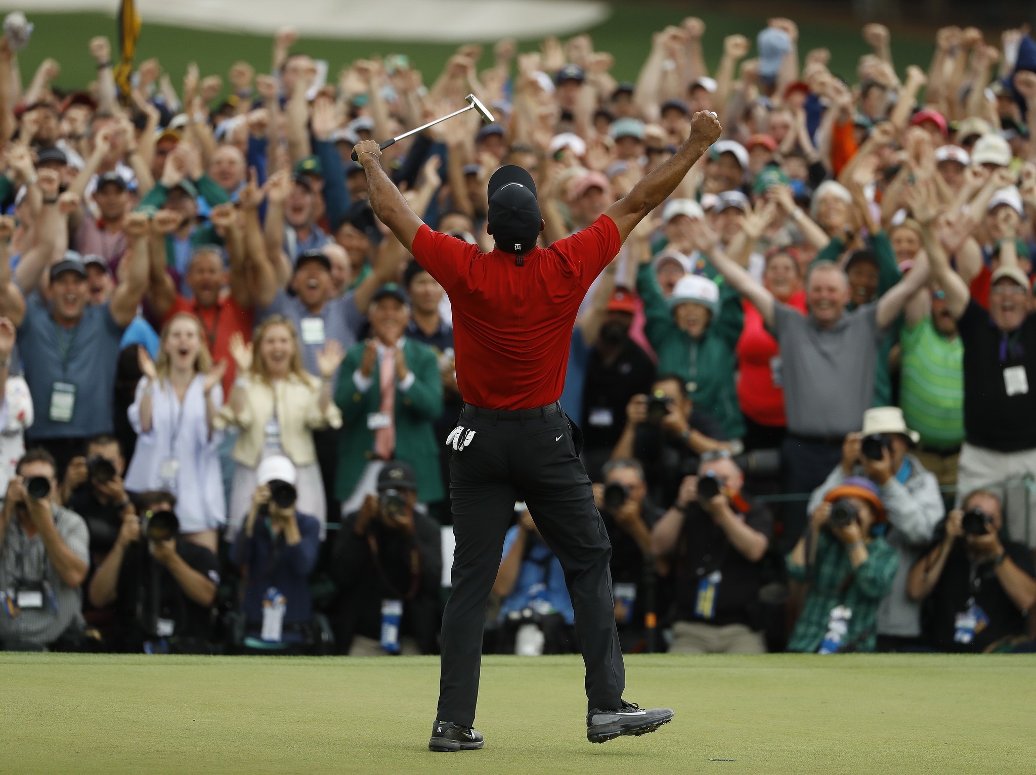 tiger woods wins the 2019 masters tournament