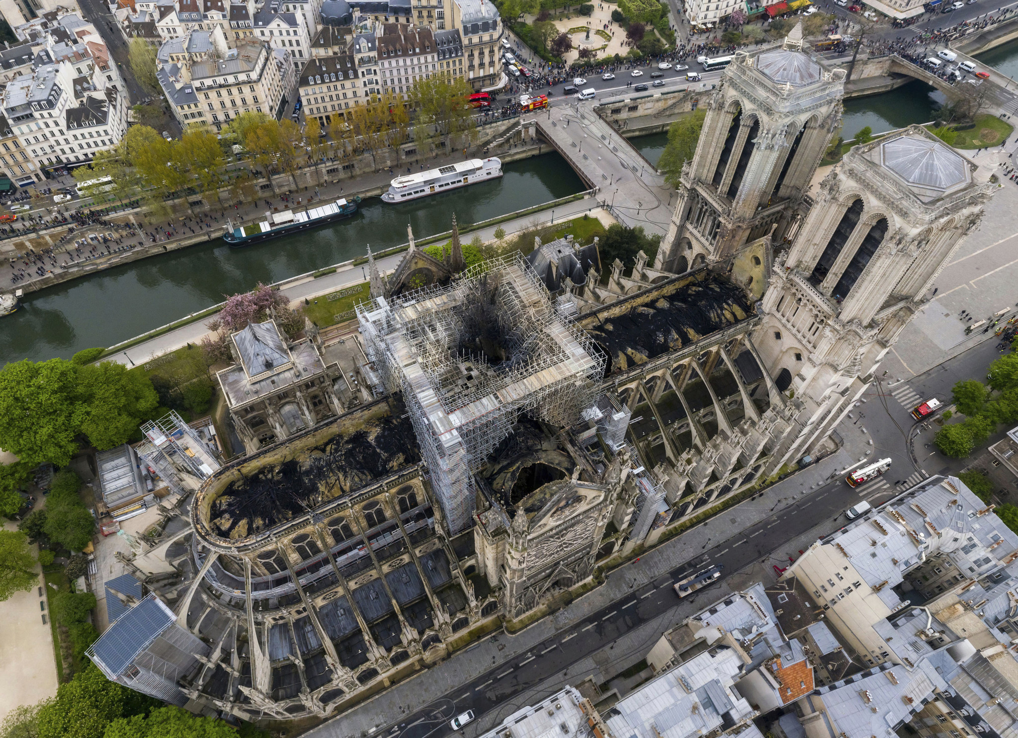 Notre Dame Cathedral Catches Fire Chicago Tribune