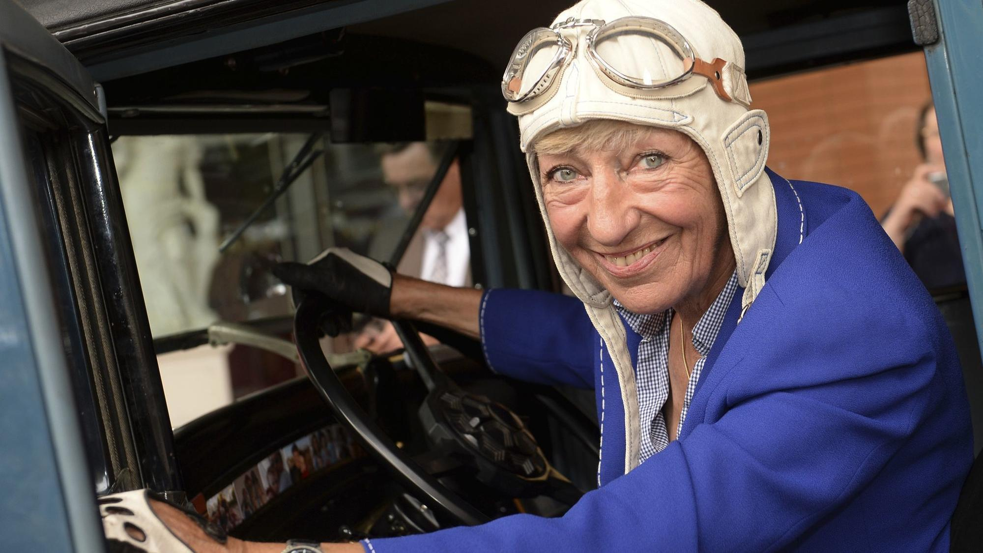 Heidi Hetzer, who decided one day to drive around the world, dies at 81