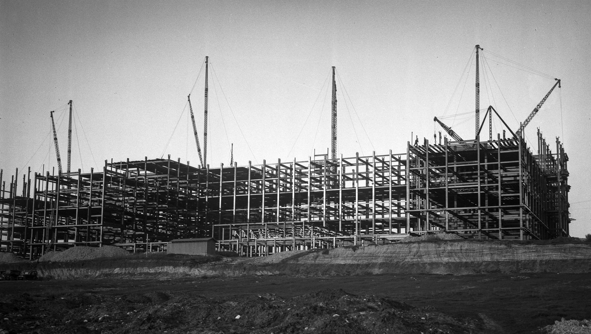 Construction in 1928 on L.A. County General Hospital