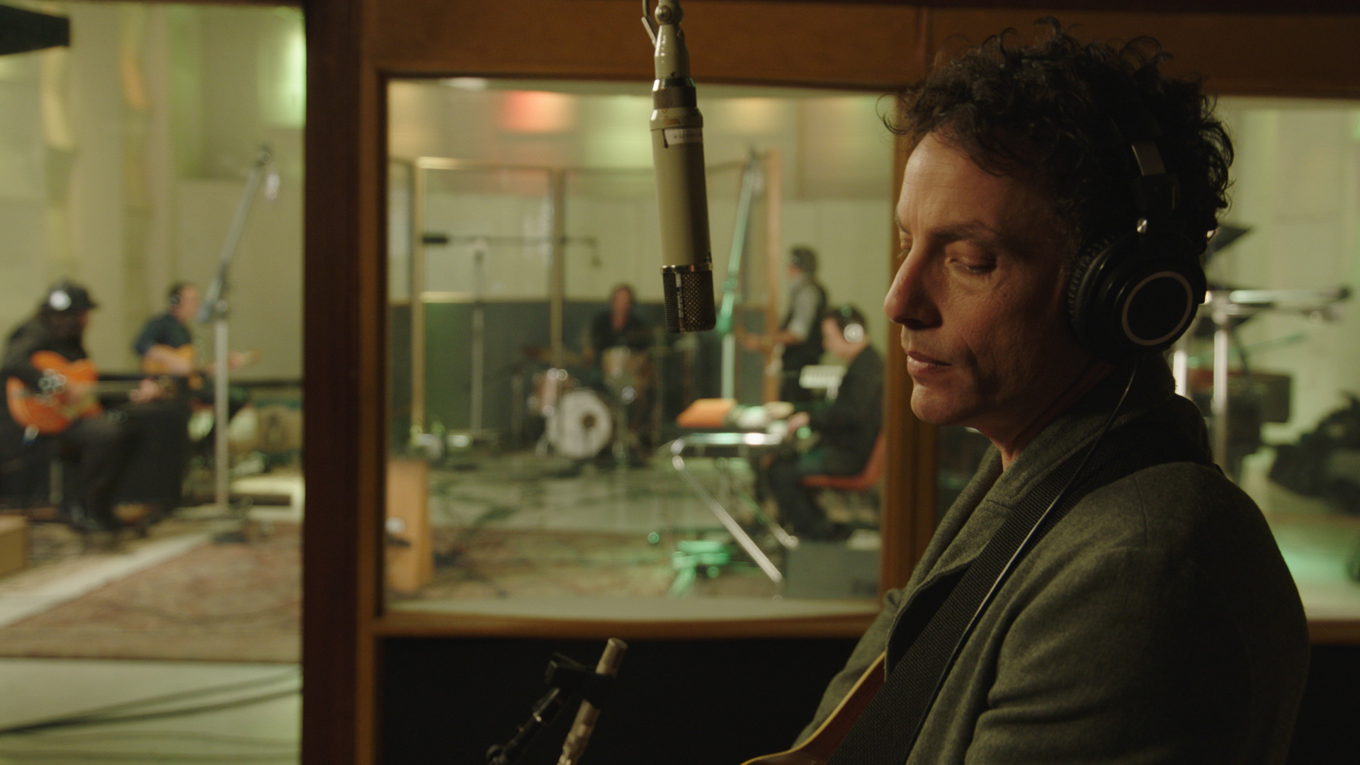 "Jakob Dylan in a scene from ""Echo in the Canyon."" Credit: Greenwich Entertainment"