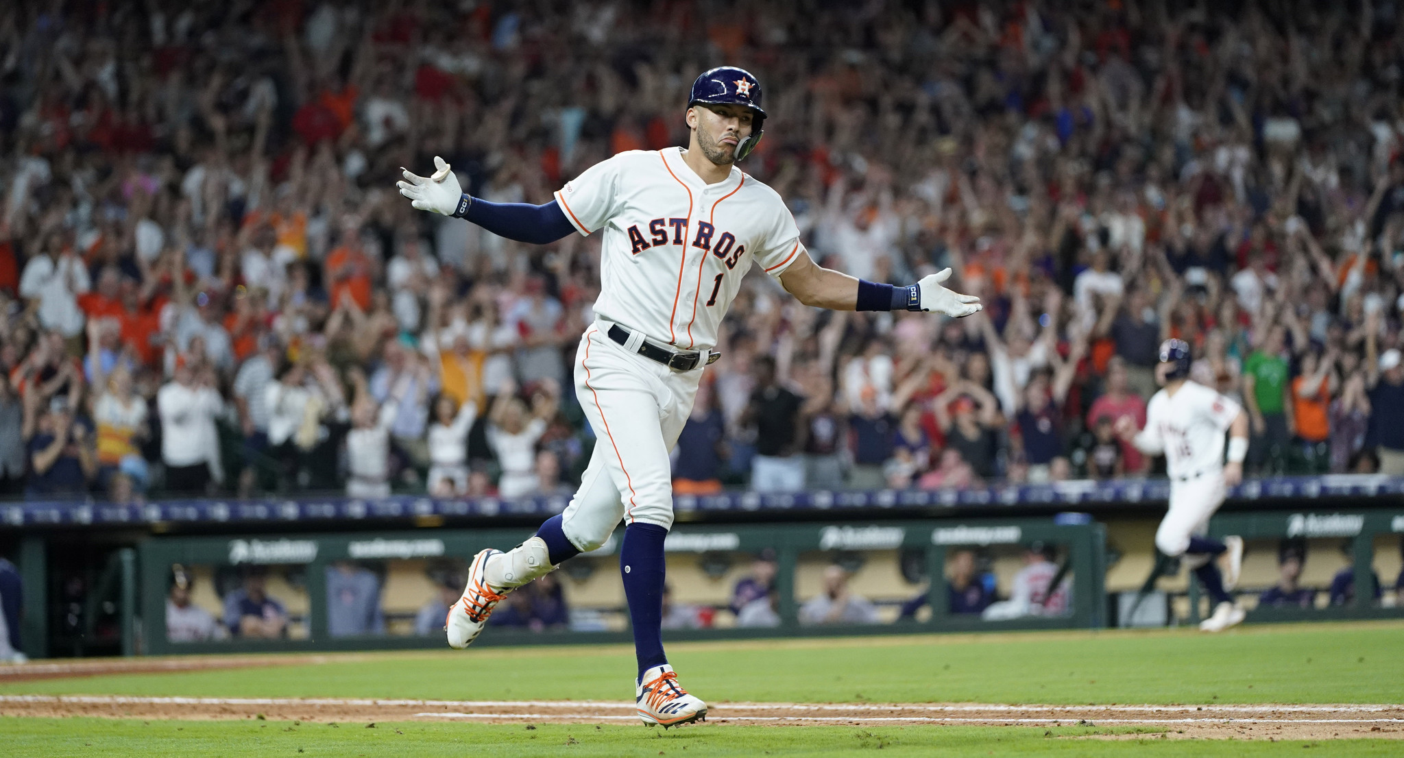 Jim Deshaies gives insight into the Astros as the Cubs hit the road. Plus, Lucas Giolito's All-Star form is discussed on the Deep Dish Baseball podcast.