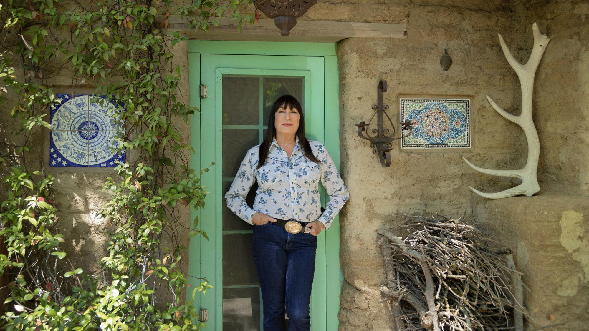 Dishing Dirt with Anjelica Huston: The home that 'Prizzi's Honor' bought