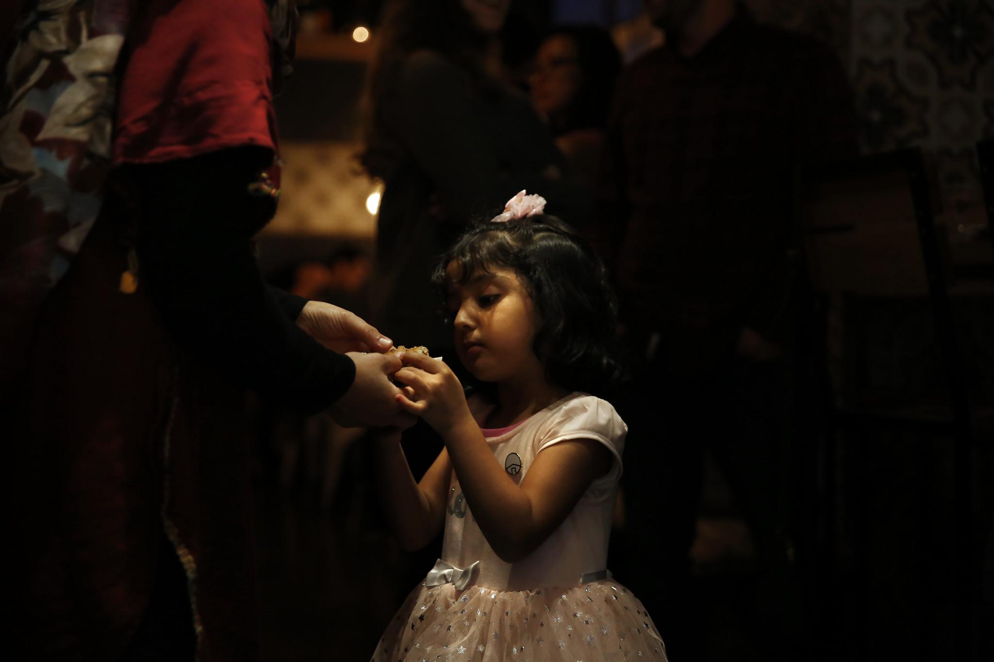 LOS ANGELES, CA-MARCH 31, 2019: Naseema Kashefi, left, feeds her daughter, Horifa Kashefi, 4, a piec