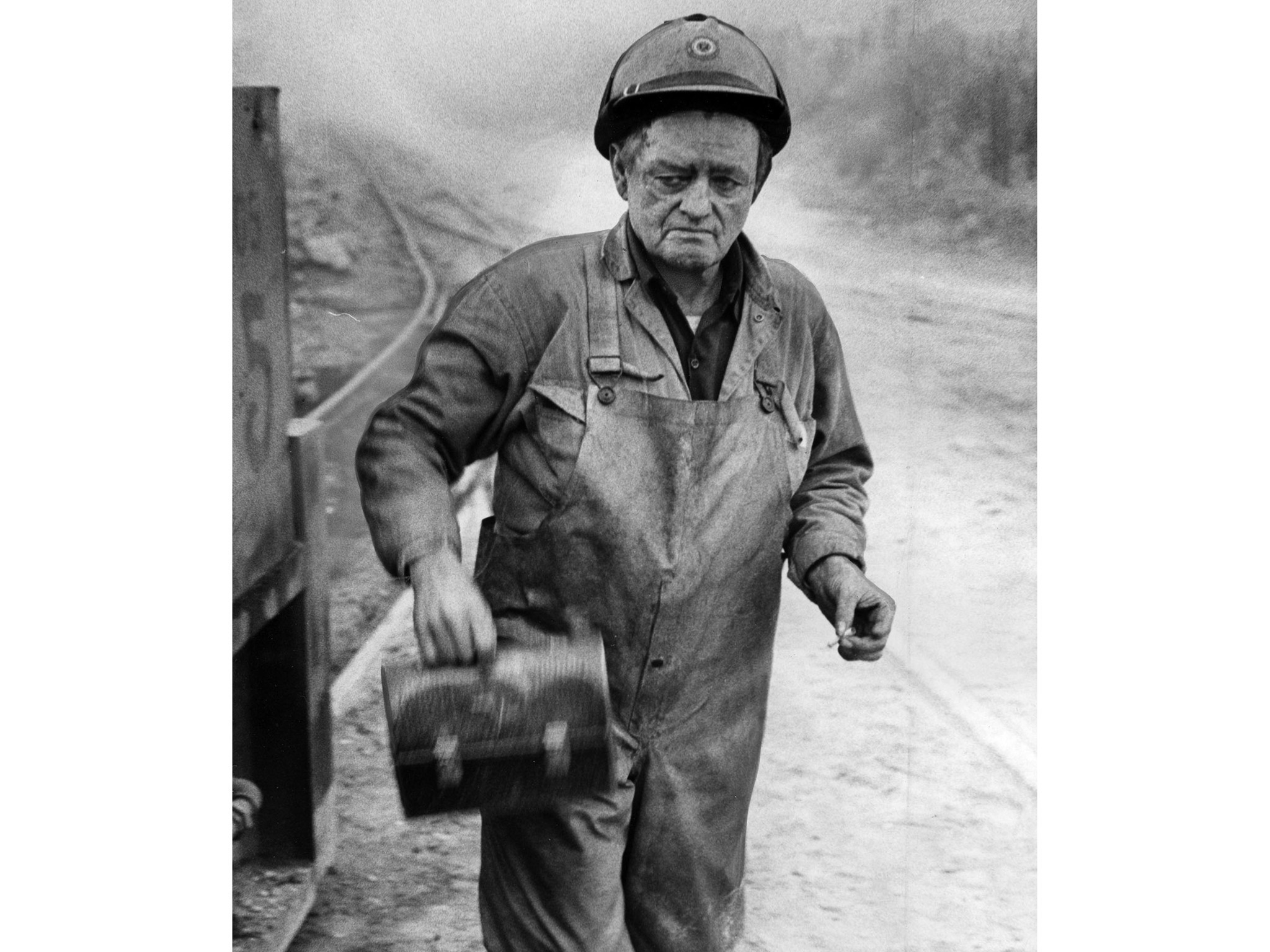 "June 24, 1971: Paul ""Dutch"" Badgley, 63, leaves site of explosion at Sylmar Tunnel where he used"