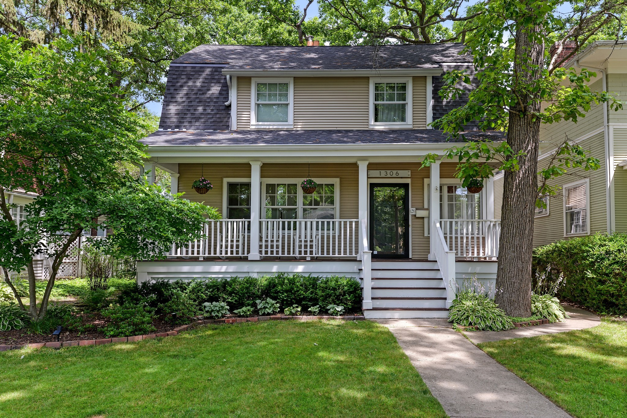 Colonial home in Wilmette: $1.1M