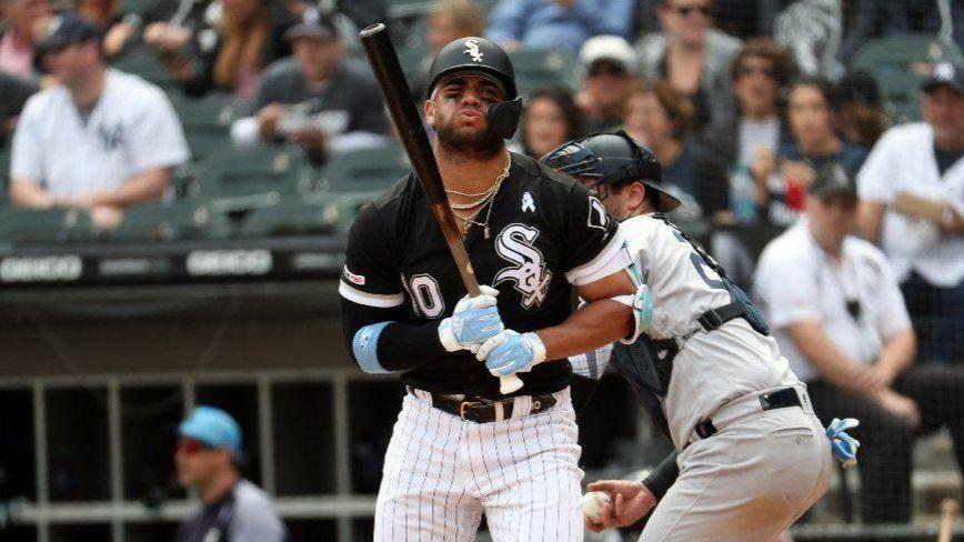 Yoan Moncada and Welington Castillo exit early with tight backs, and White Sox reportedly are calling up former 1st-round pick Zack Collins