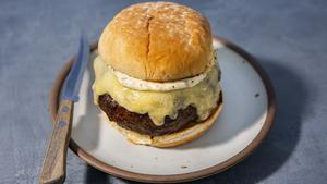 Dry-aged Burger with Gruyère and Homemade Garlic Mayonnaise