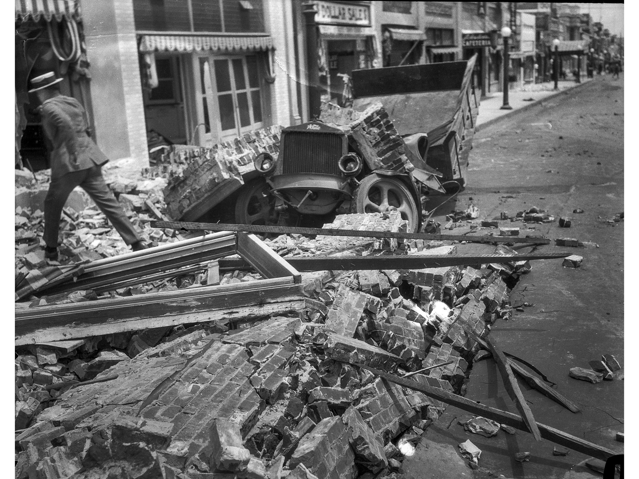 June 29, 1925: Truck crushed by falling brick walls on State Street in Santa Barbara following the 6
