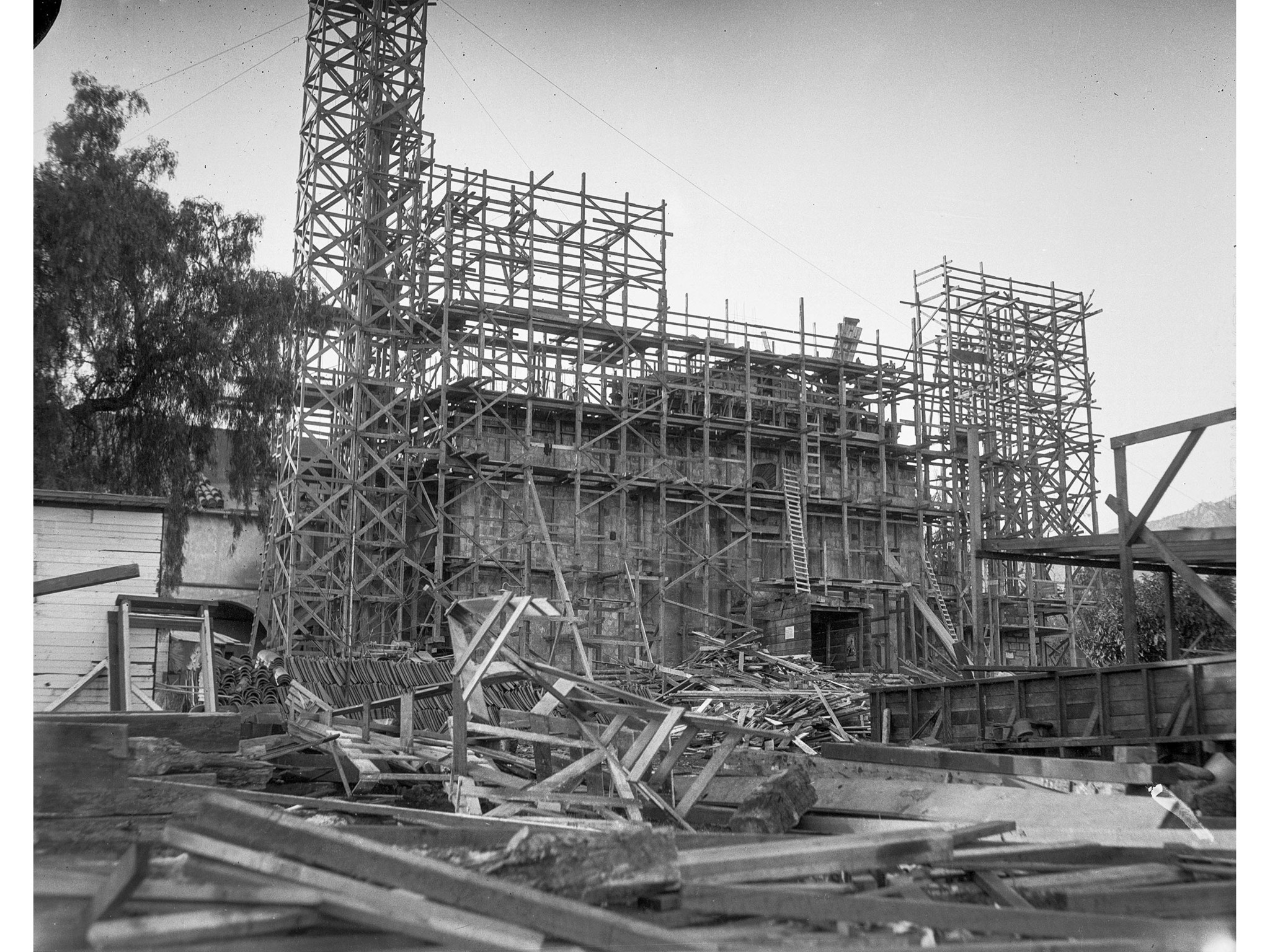 1926: Scaffolding surrounds the earthquake damaged Mission Santa Barbara during repairs to the famou