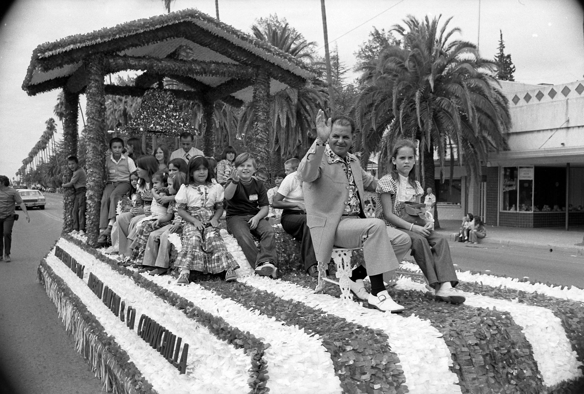 Aug. 22, 1976: Chowchilla kidnapping bus driver Ed Ray and children ride on float in parade held in