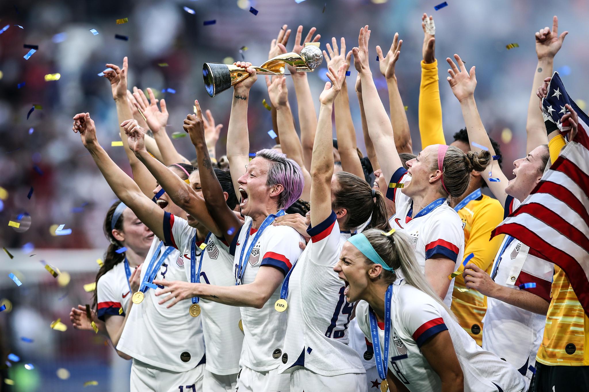 womens football teams arrive - 1024×683