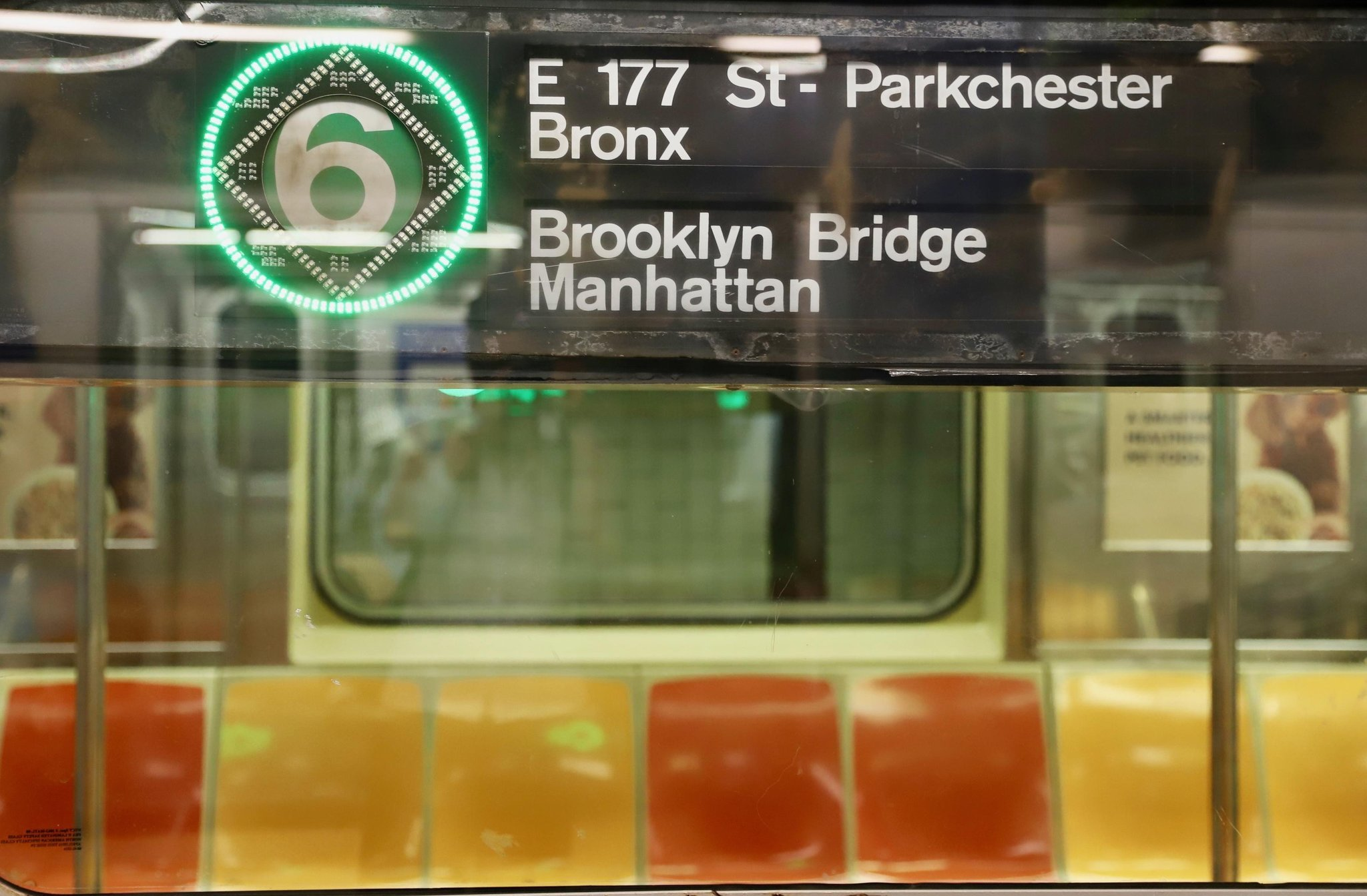 Man lying on tracks fatally struck by Bronx subway train