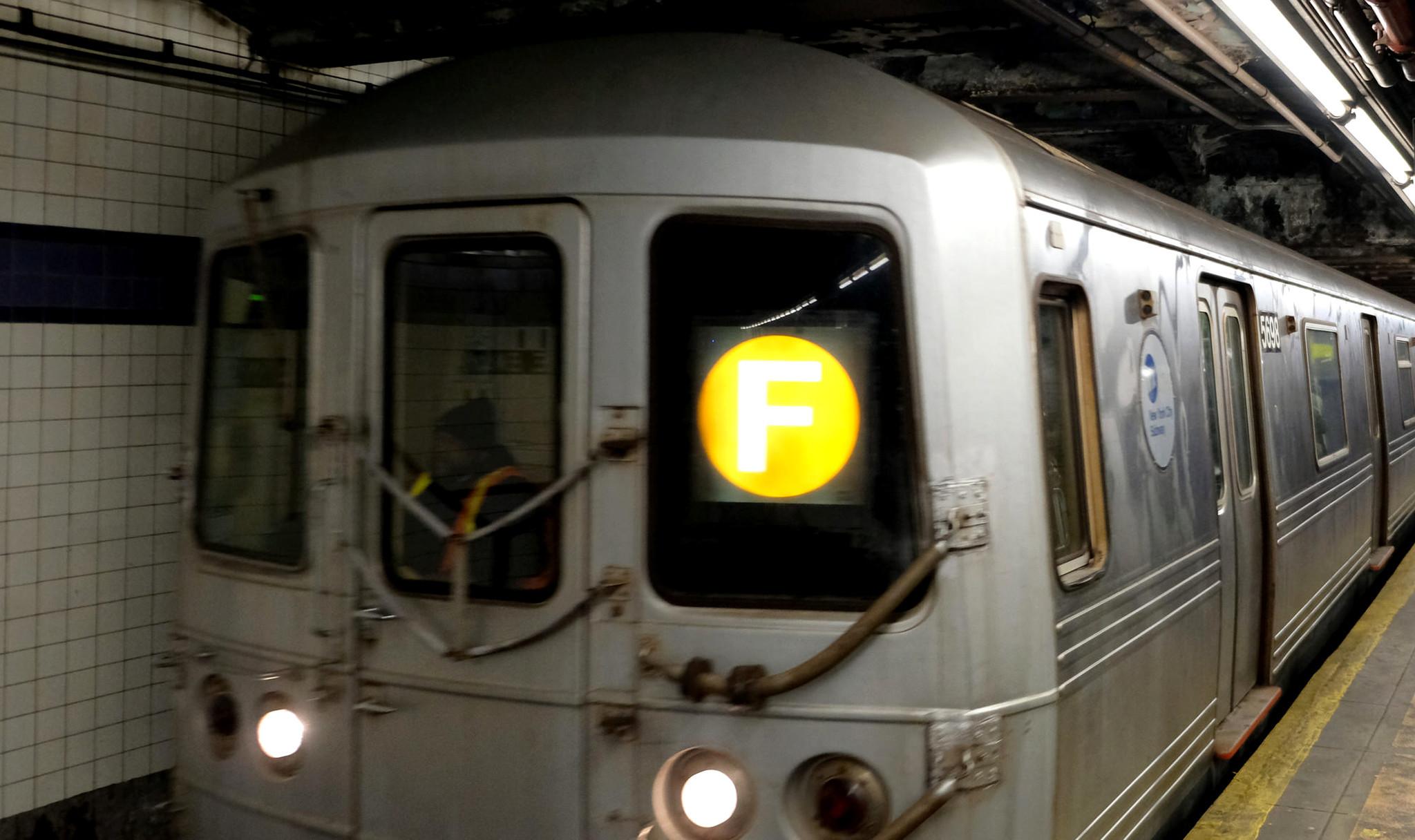170 straphangers evacuated when subway train derails in Queens