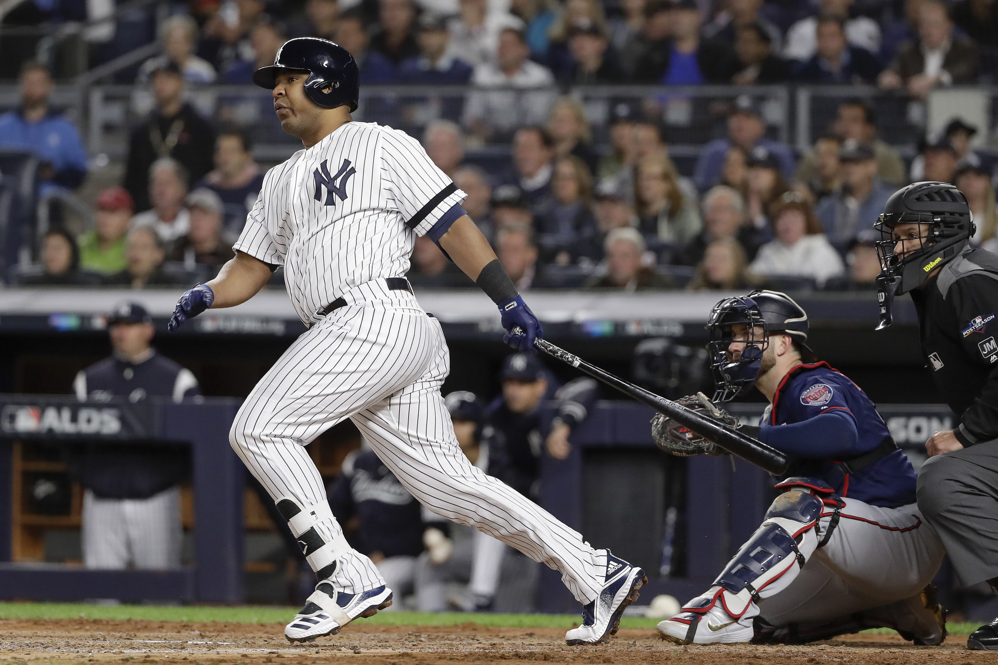 Yankees decline Edwin Encarnacion's 2020 option