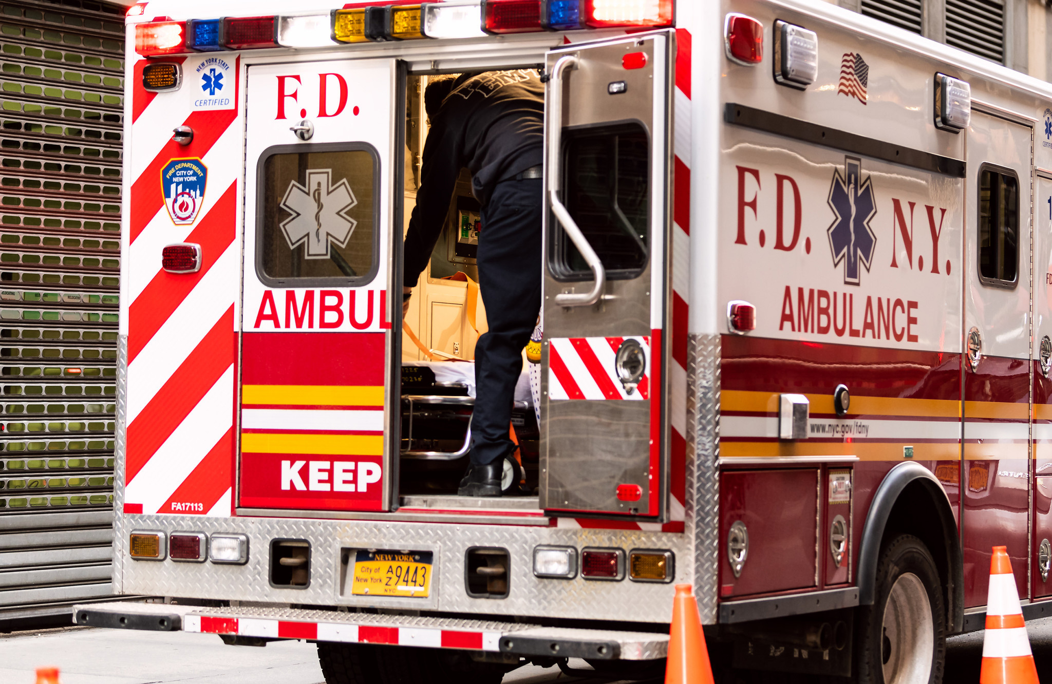 Mom and two young children hurt in Brooklyn apartment fire