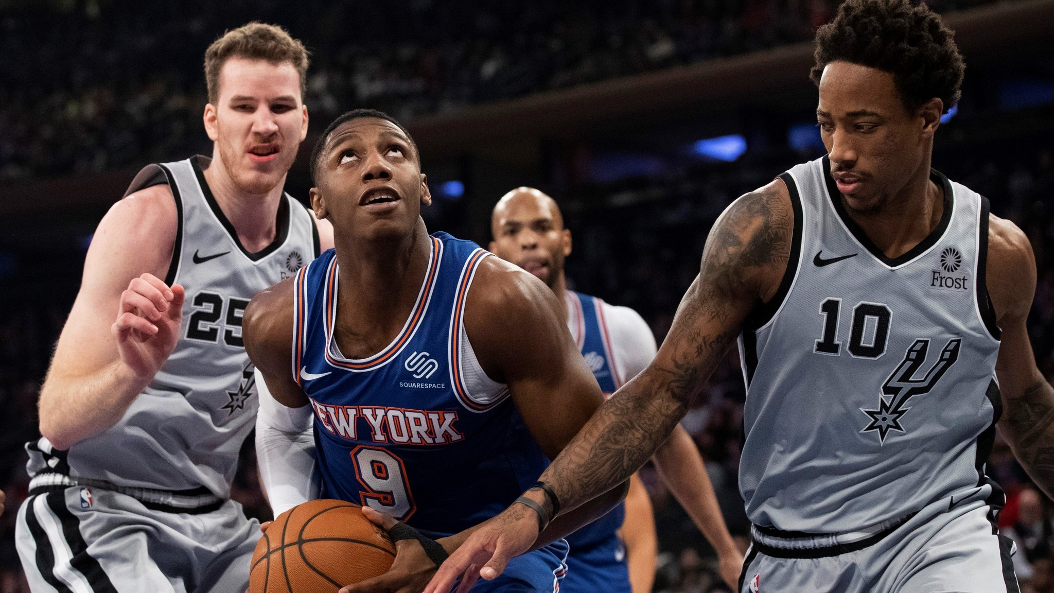 Sleepwalking Knicks just what slumping Spurs ordered