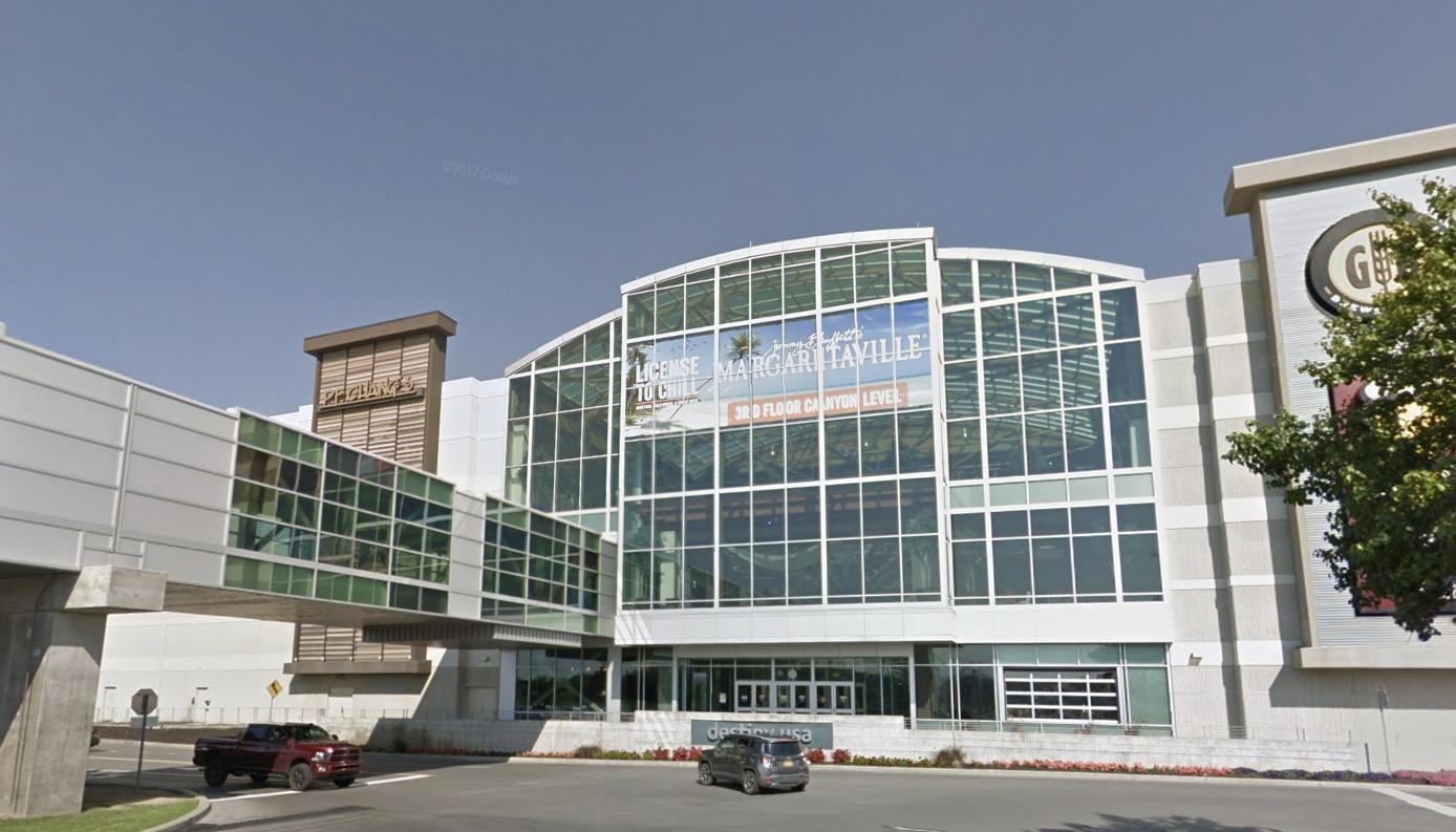1 injured in shooting at Syracuse mall, police say