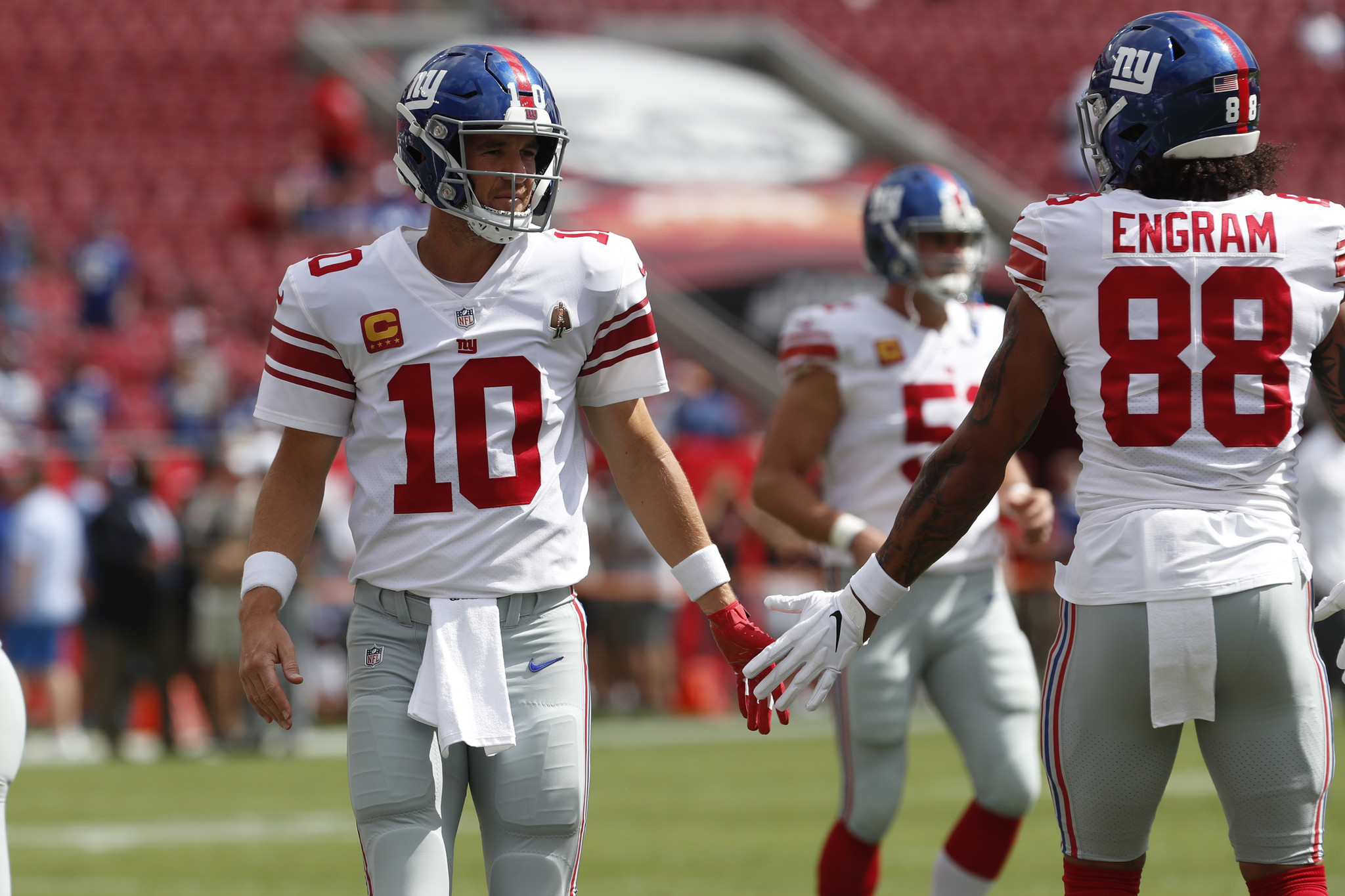 Giants pass-catchers praise Eli Manning as he returns to the starting lineup