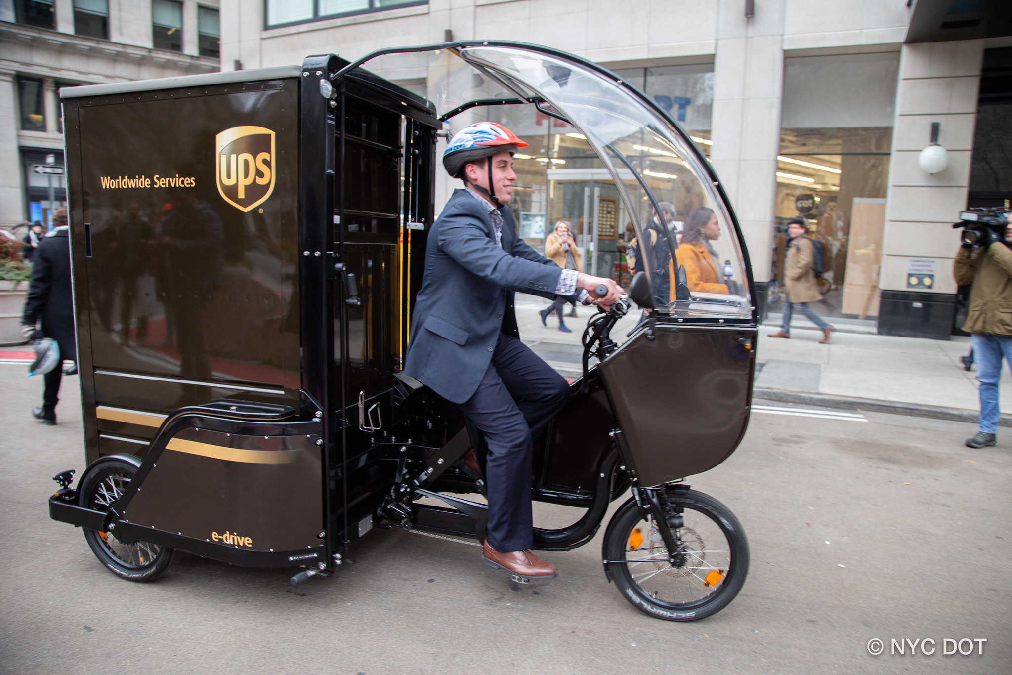 Mayor de Blasio allows UPS to use e-bikes with throttles in NYC — but not immigrant delivery drivers, advocates say