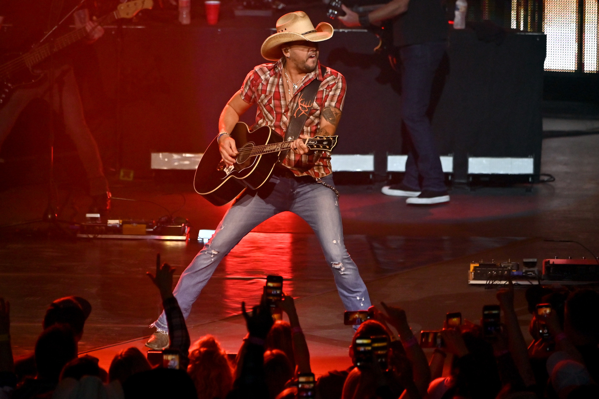 Jason Aldean plays first Las Vegas concert since 2017 shooting